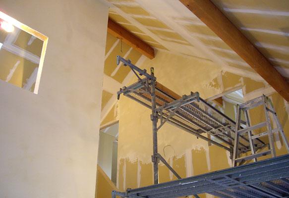 ローリングタワーで一番高いところの漆喰塗り