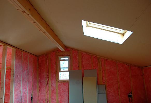 屋根裏天井の石膏ボード貼り