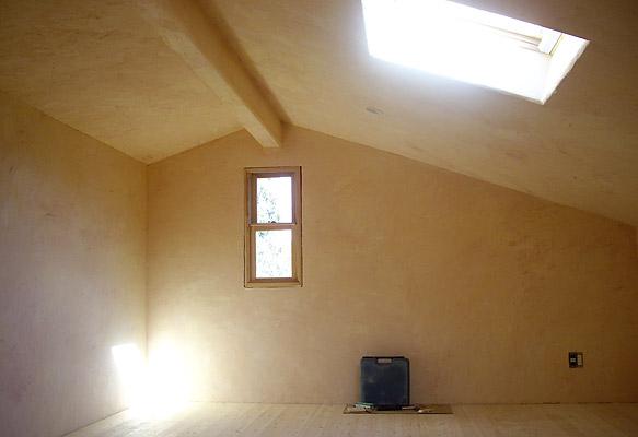 昼間の屋根裏